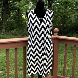 Ladies Tacera Chevron Print Shift Dress, sz PXL